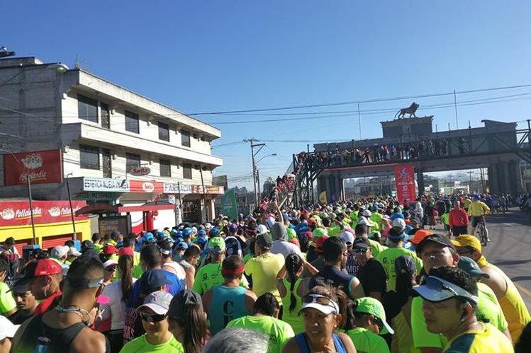 Mañana más de 2 mil corredores participarán en la medio maratón Xela 21K. (Foto Prensa Libre: Fred Rivera)