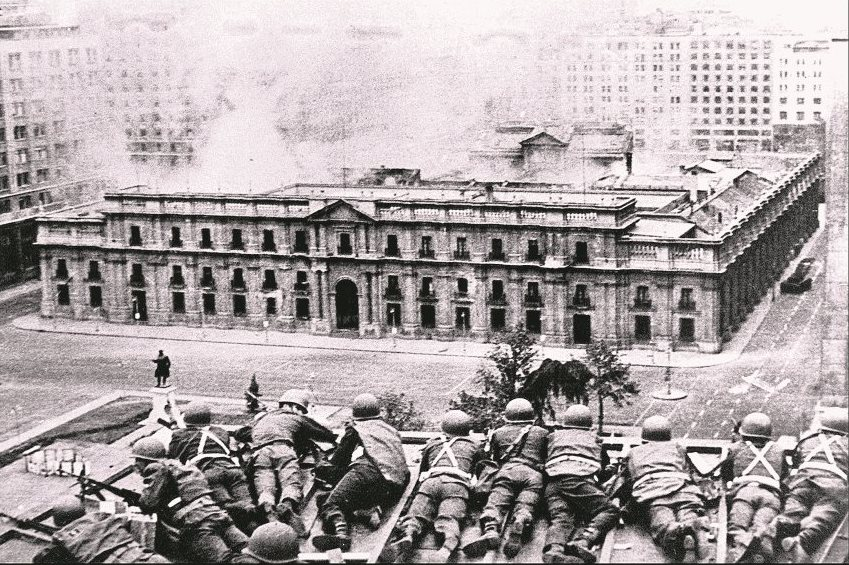 El ataque al Palacio de la Moneda en 1973. (Foto: AFP)