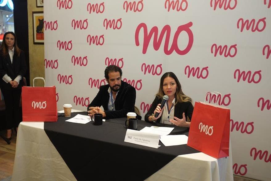 Paola de Figueroa explica el concepto de la Tienda Mo en Guatemala. (Foto Prensa Libre: Cortesía)