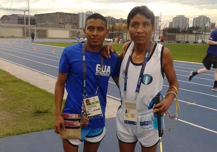 Óscar Raxón y su guía Santos Martínez estará presentes en la inauguración de Olímpicos. (Foto Prensa Libre: COG).