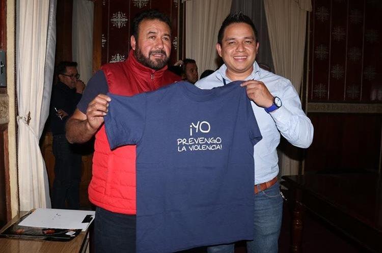 El Tercer Viceministerio del Ministerio de Gobernación brindará estas playeras para que los dos equipos salgan a hacer su trabajo de calentamiento. (Foto Prensa Libre: Raúl Juárez)