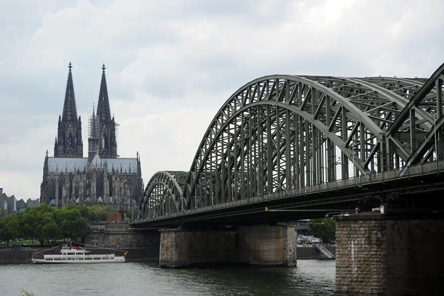 Vista de la catedral de Colonia en Alemania de donde extrajeron el trozo de tela que tenía una gota de sangre de Juan Paglo II. (Foto Prensa Libre: AFP).