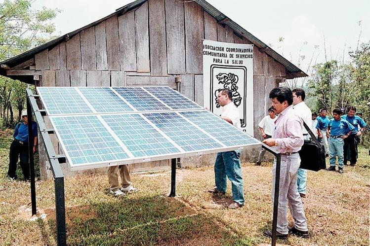 Pequeños proyectos solares se han instalado en el país. (Foto Prensa Libre: Hemeroteca PL).