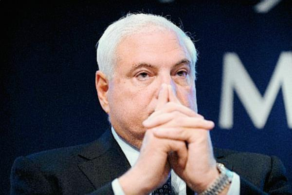 Ricardo Martinelli  por presuntas escuchas telefónicas contra políticos opositores, periodistas y empresarios.