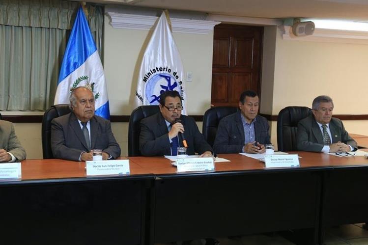 Autoridades de Salud explican la necesidad de ampliar el presupuesto de la cartera. (Foto Prensa Libre: Paulo Raquec)