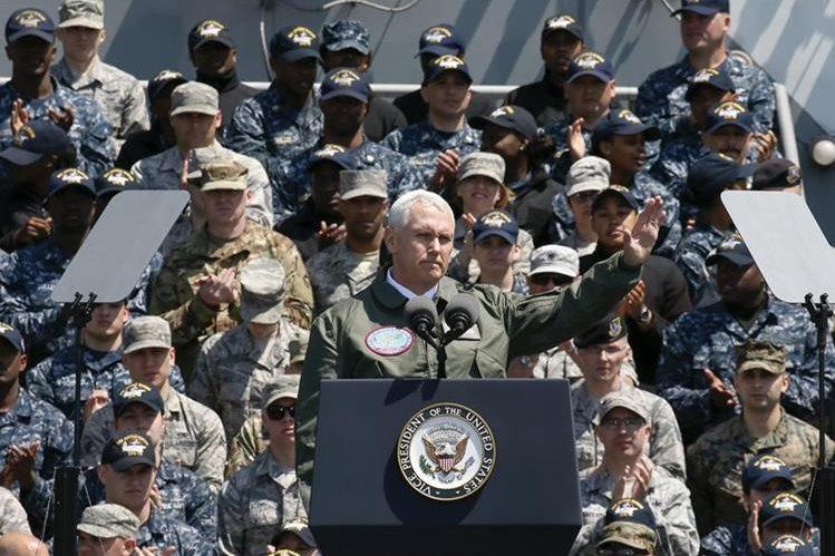 Mike Pence, vicepresidente de EEUU, dice que Corea del Norte recibirá una respuesta aplastante. (Foto Prensa Libre: AFP)