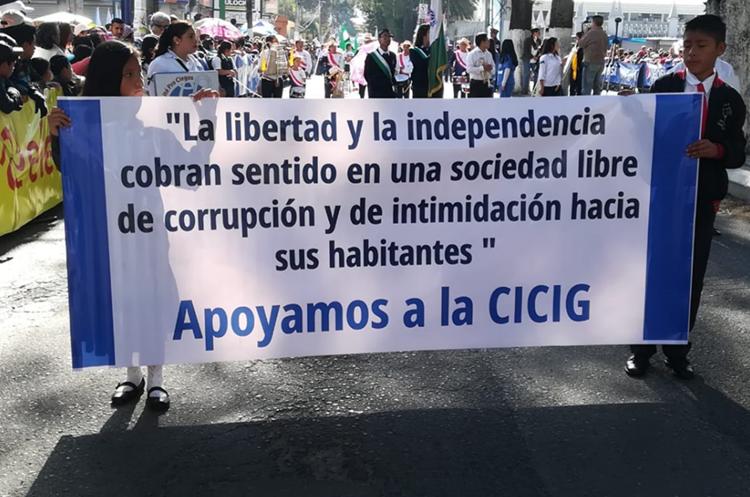 Estudiantes se pronuncian contra la corrupción. (Foto Prensa Libre: Raúl Juárez).