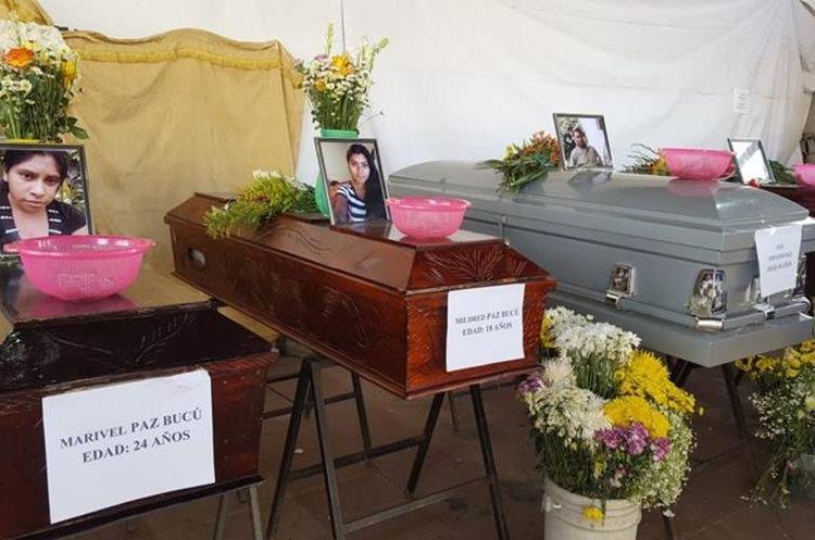 Las 10 víctimas de la erupción del Volcán de Fuego serán inhumadas en el cementerio de Alotenango, Sacatepéquez. (Foto Prensa Libre: Julio Sicán)