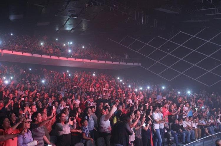 El público que asistió al inicio de la gira Circo Soledad, en el Teatro Morelos (Foto Prensa Libre: Keneth Cruz)