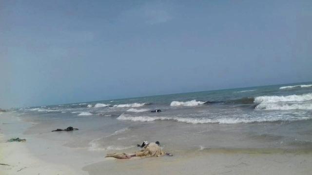 Recuperan cadáveres de migrantes en costas de Libia. (Foto Prensa Libre: EFE)