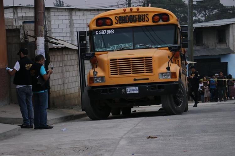 Bus en el que se registró el ataque en la cabecera de Chimaltenango. (Foto Prensa Libre).