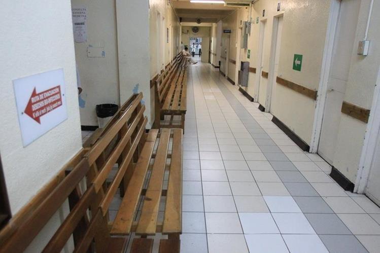 En el Hospital Roosevelt no se atiende consulta externa desde el 4 de noviembre. (Foto Prensa Libre: Hemeroteca PL)