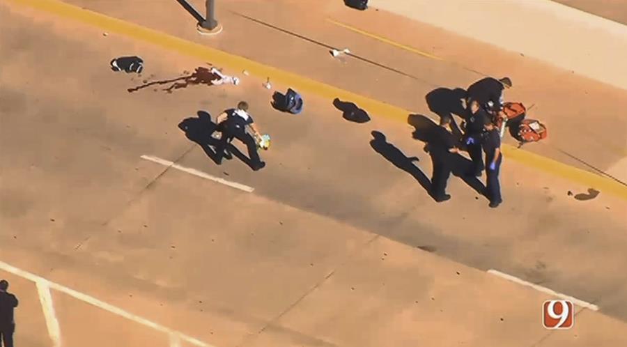 Imágen televisiva que muestra el momento en el que la Policía responde a la balacera. (Foto Prensa Libre: AP).