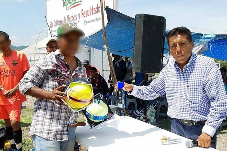 Antolín Vital Martínez (d), alcalde Tepexco fue encontrado muerto en el interior de su vehículo.