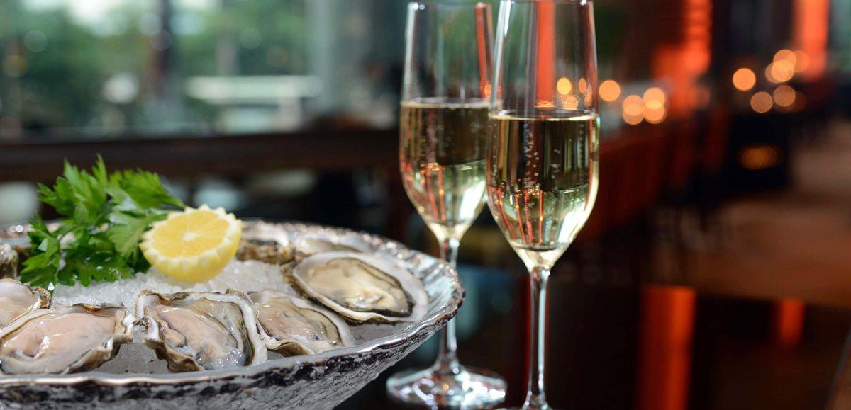 El consumo de ostras y vino no tienen ningún efecto sobre la vida íntima de una pareja.