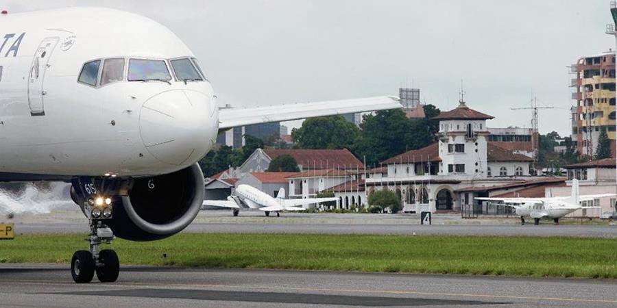 Precios en los boletos aéreos registran una baja. (Foto Prensa Libre: Hemeroteca PL)