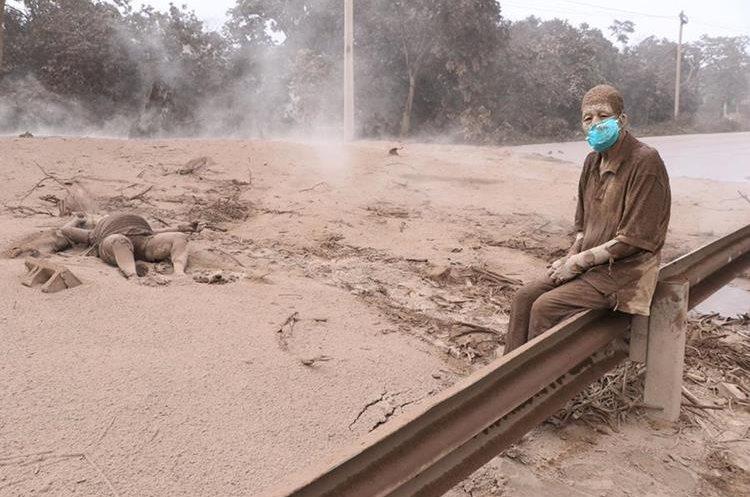 La fotografía de Concepción Hernández, que fue portada de Prensa Libre del lunes último, le dio la vuelta al mundo, al ser uno de los rostros de la tragedia del Volcán de Fuego. (Foto Hemeroteca PL)