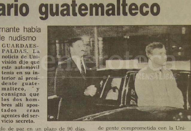 Captura del reportaje emitido por Univisión el 20 de enero de 1993 donde aparece el vehículo donde aseguraban se encontraba el presidente Serrano. (Foto: Hemeroteca PL)