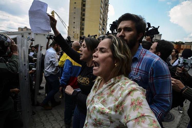 Opositores al gobierno de Venezuela participan en protestas. (Foto AFP)