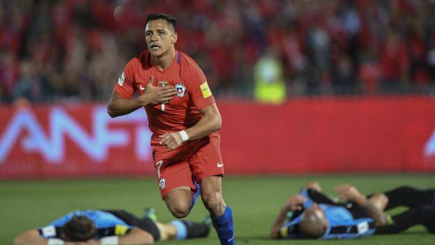 Alexis Sánchez apareció cuando más lo necesitaba Chile para remontar y conseguir la victoria frente a Uruguay. (Foto Prensa Libre: Getty Images)