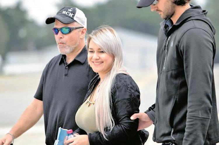 Cynthia Jeannette Cardona Sandoval, esposa del Fantasma, fue detenida en el 2015 con US$1 millón. (Foto Prensa Libre)