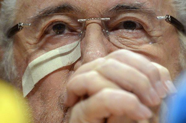 Joseph Blatter da una rueda de prensa en respuesta al veredicto del Comité de Ética de la Fifa, ayer, en la antigua sede de la Fifa. (Foto Prensa Libre: EFE)