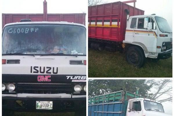 <p>Los camiones quedaron en poder de las autoridades. (Foto Prensa Libre: Carlos Paredes)</p>
