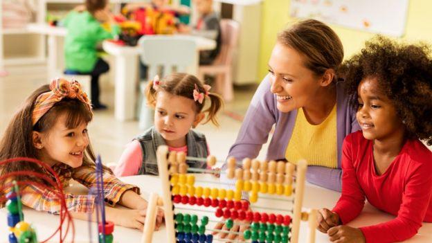 """""""La mayoría de las innovaciones ocurren justamente en escuelas donde hay libertad para jugar"""", asegura Groff. GETTY IMAGES"""