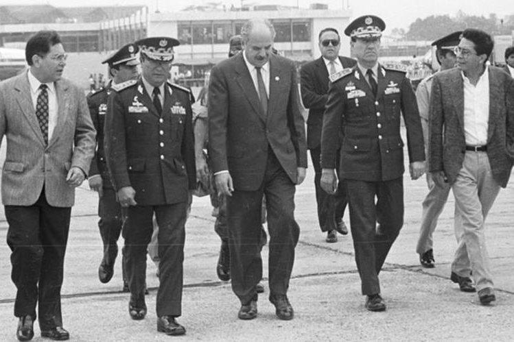 En mayo de 1993 falla el intento de Serrano por disolver los organismos de Estado y huye a Panamá. (Foto Prensa Libre: Hemeroteca PL)