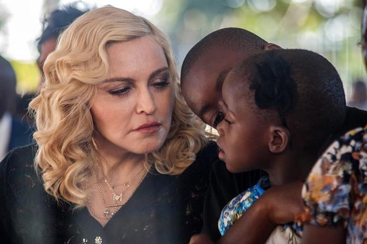 Madonna llegó a Malaui para abrir un hospital de cuidados intensivos. (Foto Prensa Libre: AFP)