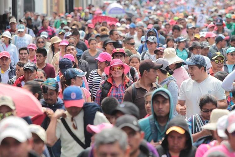 La mayor cantidad de empleados públicos lo conforman los del renglón 011, entre ellos el sector magisterial (Foto Prensa Libre: Hemeroteca PL)
