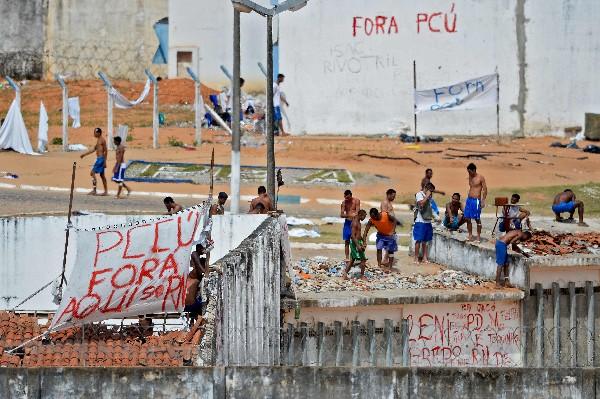 En Natal los reclusos mantienen el control de la prisión de AlcaCuz desde hace 11 días. (EFE).