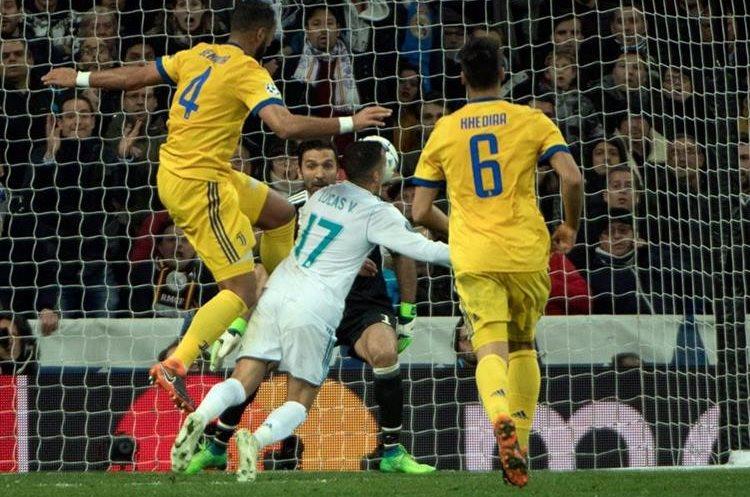 Esta es la acción polémica donde Medhi Benatia le comete penalti a Lucas Vásquez.