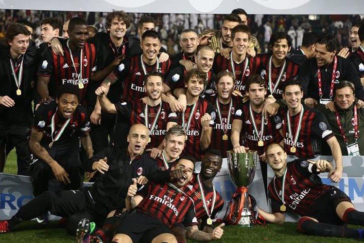 El Milan volvió a ganar un título tras muchos años y lo logró frente a la Juventus. (Foto Prensa Libre: EFE)