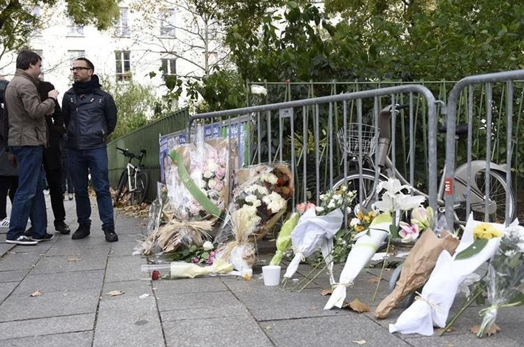 Flowers laid along a fence cordon close to the Bataclan theatre in the 11th district of Paris, on November 14, 2015, after a series of attack on the city resulting in the deaths of at least 120 individuals the previous evening. More than a hundred people were gunned down at the Bataclan theatre in Paris  during a concert by the US band Eagles of Death Metal.   AFP PHOTO / MIGUEL MEDINA