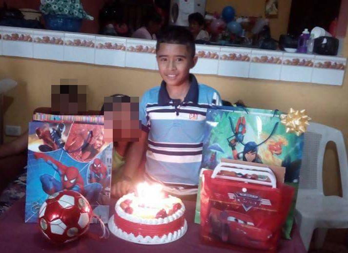 Josué Ariel Miguel López, durante la celebración de su cumpleaños 12. (Foto Prensa Libre: Mario Morales)