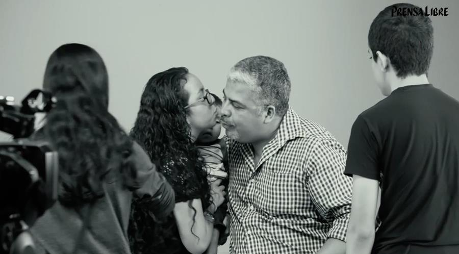 Prensa Libre destaca historias en las que los hijos narran el amor de sus padres.