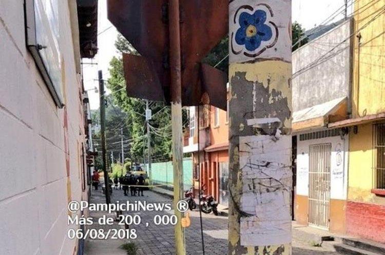 PNC cierra una calle para las labores de investigación del MP. (Foto Prensa Libre:Tomada de Pampichi News)