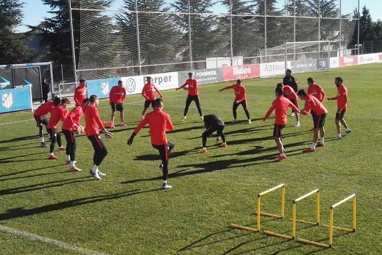 El Atlético de Madrid trabajó esta mañana en dos grupos en la Ciudad Deportiva y en el gimnasio. (Foto Prensa Libre: Atlético de Madrid)