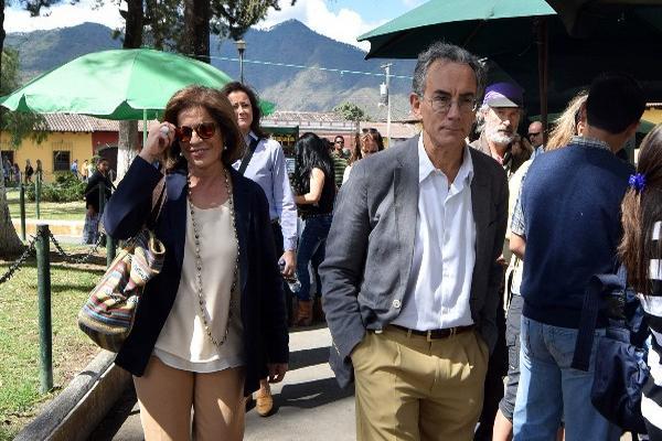 <p>El embajador de España en Guatemala y la alcaldesa de Madrid visitaron la Antigua Guatemala. (Foto Prensa Libre: EFE)</p>