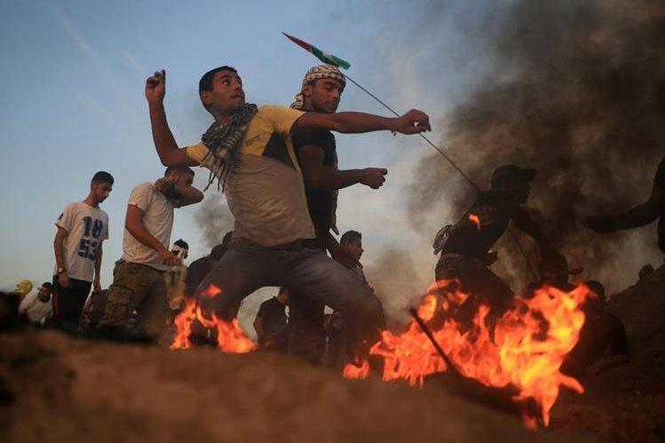 La frustración y desesperación son el pan de cada día de los jóvenes de Gaza. (Foto Prensa Libre: AP).