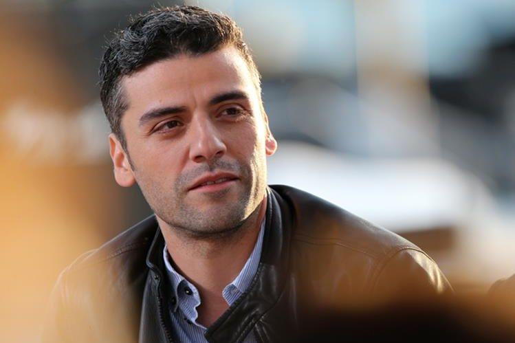 El actor de origen guatemalteco Óscar Isaac asegura que la fama no le afecta.