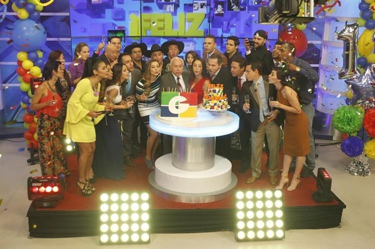 Todo el equipo de Guatevisión festejó a lo grande el 13 cumpleaños del canal. (Foto Prensa Libre: Paulo Raquec)
