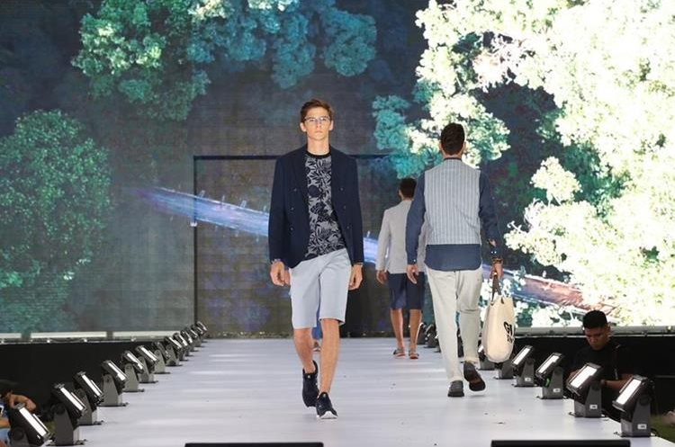 Los pantalones cortos son una buena opción para los días de calor. Utilícelos con zapatillas deportivas para estar en tendencia. (Foto Prensa Libre: Anna Lucía Ibarra).