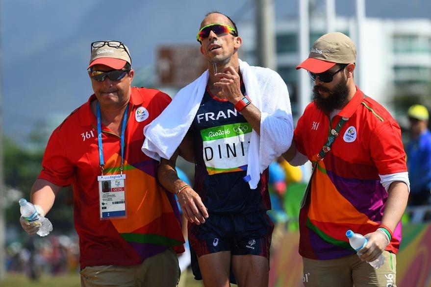 El atleta Yohann Diniz terminó la competencia de los 50 kilómetros. (Foto Prensa Libre: AFP)