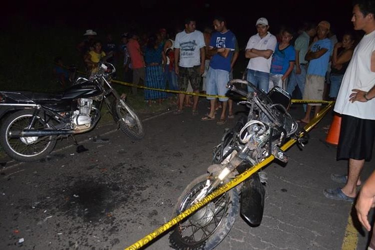 Lugar donde ocurrió el accidente de tránsito en la ruta hacia Champerico. (Foto Prensa Libre: Jorge Tizol).