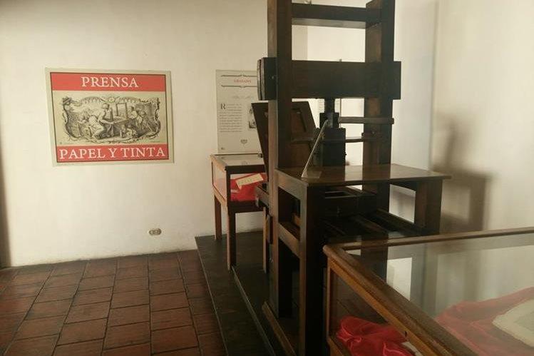 Copia de la primera imprenta, adquirida en México en 1660. (Foto Prensa Libre: José Luis Escobar).