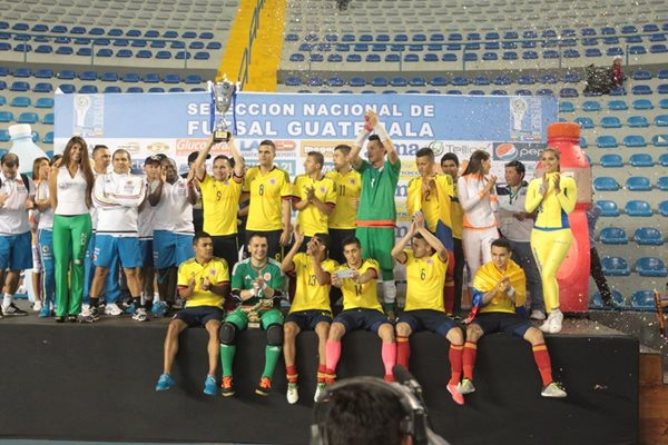 Colombia se alzó con el cetro de monarca después de vencer 2-0 a Guatemala. (Foto Prensa Libre: Norvin Mendoza)