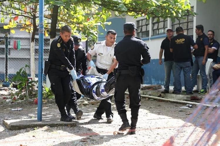 Ocho reos murieron durante un motín en la cárcel de Puerto Barrios, Izabal, el 1 de enero de 2016. (Foto Prensa Libre: Hemeroteca PL)