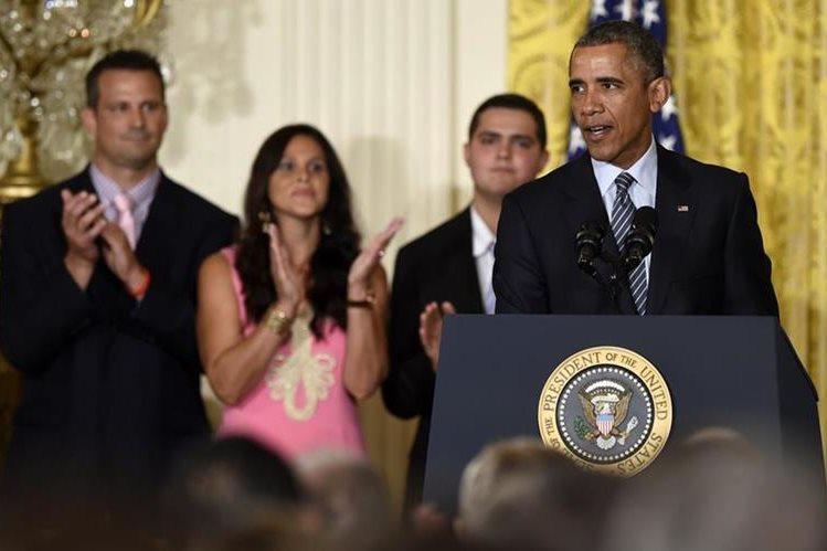 El mandatario estadounidense durante la presentación en el salon este de la Casa Blanca. (Foto Prensa Libre: AP).